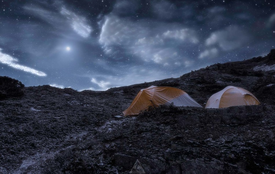 ©Iso100 Photography: Camping on Cradle Mountain in the snow